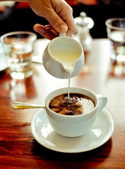 Чашка кофе с цветами